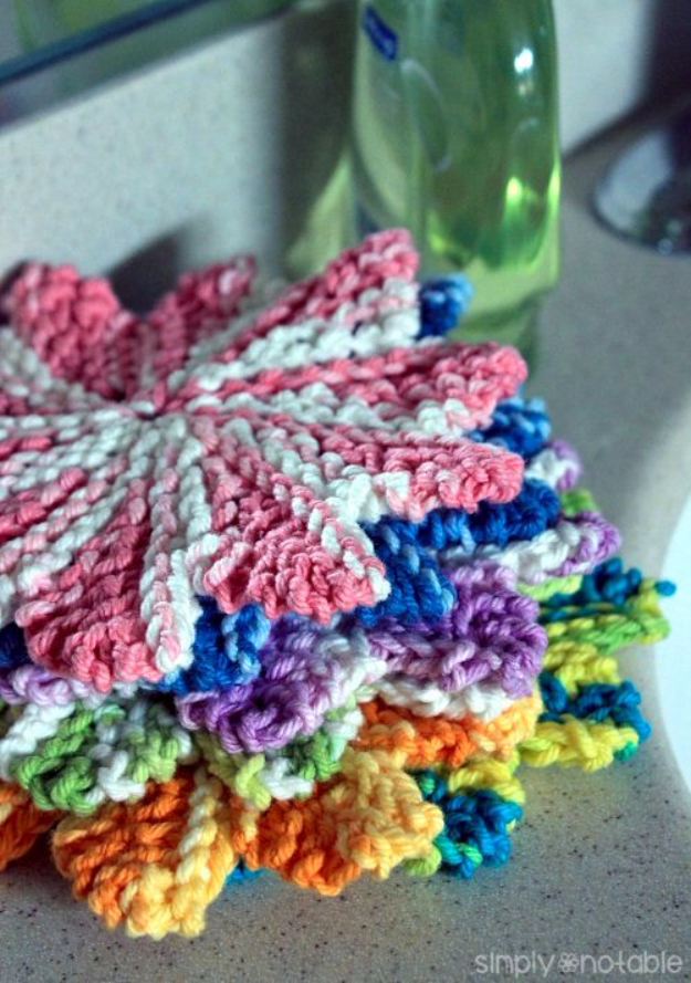 32 Easy Knitted Gifts - Mini Almost Lost Washcloths - Last Minute Knitted Gifts, Best Knitted Gifts For Anyone, Easy Knitted Gifts To Make, Knitted Gifts For Friends, Easy Knitting Patterns For Beginners, Quick Knitting Ideas #knitting #gifts #diygifts