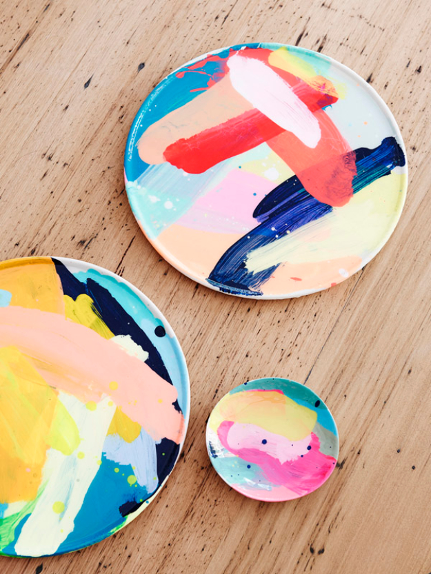 DIY Gifts for Mom - Painted Plates - Best Craft Projects and Gift Ideas You Can Make for Your Mother - Last Minute Presents for Birthday and Christmas - Creative Photo Projects, Bath Ideas, Gift Baskets and Thoughtful Things to Give Mothers and Moms #diygifts #giftsformom