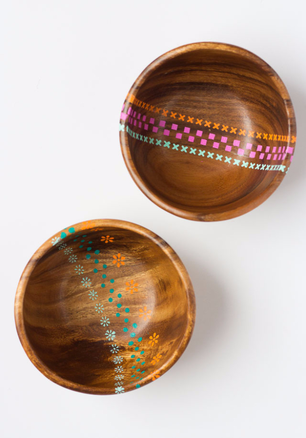 DIY Projects With Old Plates and Dishes - Painted Wood Bowls - Creative Home Decor for Rustic, Vintage and Farmhouse Looks. Upcycle With These Best Crafts and Project Tutorials #diy #kitchen #crafts