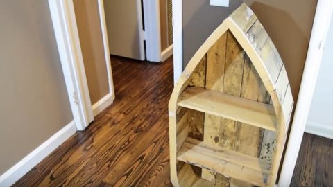 He Cleverly Shows Us How to Make This Unique Pallet Wood Boat Shelf (Watch!)   DIY Joy Projects and Crafts Ideas
