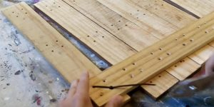 Watch The Simple Thing He Makes With Pallet Wood and Zip Ties (Clever!)