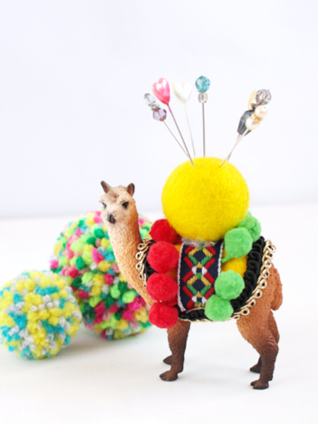 DIY Gifts for Mom - Plastic Animal Pin Cushion - Best Craft Projects and Gift Ideas You Can Make for Your Mother - Last Minute Presents for Birthday and Christmas - Creative Photo Projects, Bath Ideas, Gift Baskets and Thoughtful Things to Give Mothers and Moms #diygifts #giftsformom