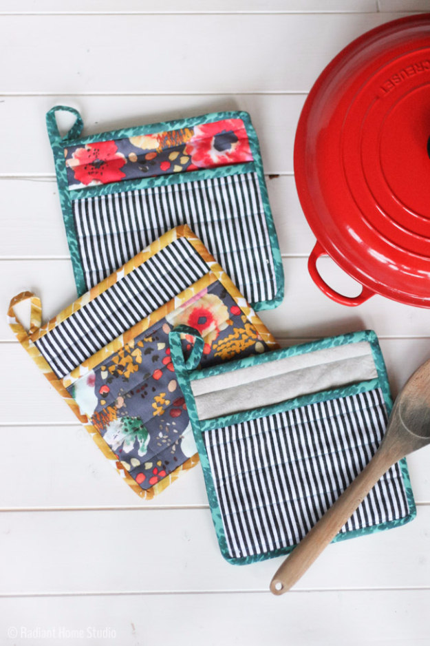 Quick DIY Gifts You Can Sew - Simple Potholders - Best Sewing Projects for Gift Giving and Simple Handmade Presents - Free Sewing Patterns Easy #sewing #diygifts