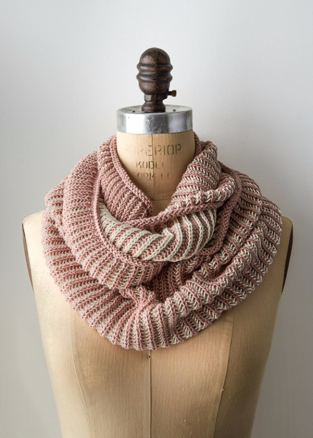 32 Easy Knitted Gifts - Two Color Cotton Cowl - Last Minute Knitted Gifts, Best Knitted Gifts For Anyone, Easy Knitted Gifts To Make, Knitted Gifts For Friends, Easy Knitting Patterns For Beginners, Quick Knitting Ideas #knitting #gifts #diygifts