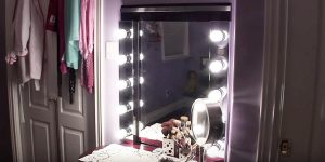 She Makes The Ultimate Hollywood Vanity With All The Lights (Easy And Affordable!)