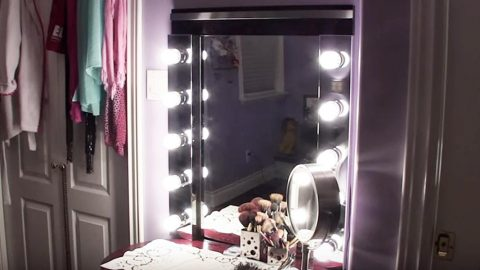 She Makes The Ultimate Hollywood Vanity With All The Lights (Easy And Affordable!) | DIY Joy Projects and Crafts Ideas