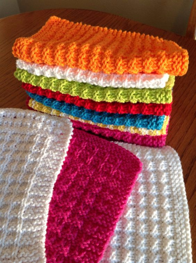 Waffle Knitting Pattern Dishcloth : 32 Easy Knitted Gifts That You Can Make In Hours - DIY Joy