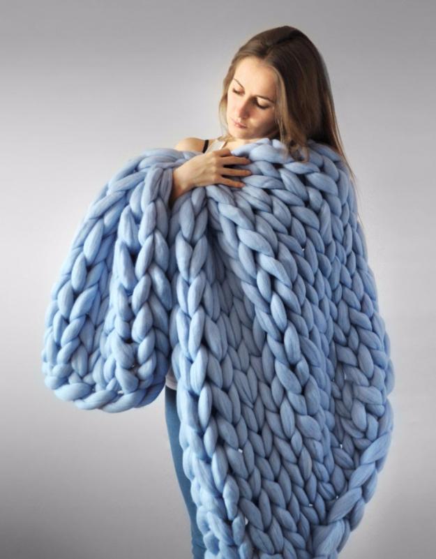38 Easy Knitting Ideas -Warm Bulky Knit Blanket DIY Knitting Ideas For Beginners, Cute Kinitting Projects, Knitting Ideas And Patterns, Easy Knitting Crafts, Gifts You Can Knit#diy #knitting