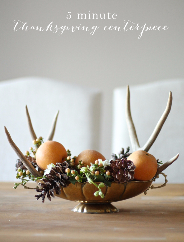 Best Thanksgiving Centerpieces and Table Decor - 5 Minute Thanksgiving Centerpiece - Creative Crafts for Your Thanksgiving Dinner Table. Mason Jars, Flowers, Leaves, Candles and Pumkin Decorations for Your FallHome Decor http://diyjoy.com/best-thanksgiving-centerpieces
