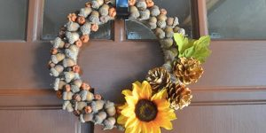She Takes Advantage Of Nature And Makes This Fabulous Wreath Out Of Acorns (Watch!)