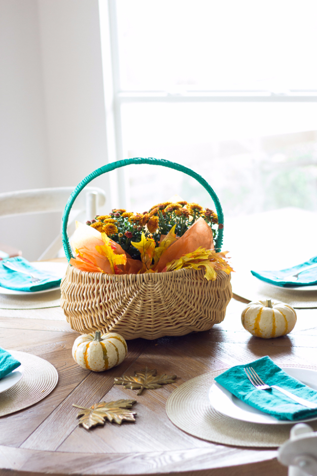 Best Thanksgiving Centerpieces and Table Decor - Basket Thanksgiving Centerpiece - Creative Crafts for Your Thanksgiving Dinner Table. Mason Jars, Flowers, Leaves, Candles and Pumkin Decorations for Your FallHome Decor http://diyjoy.com/best-thanksgiving-centerpieces
