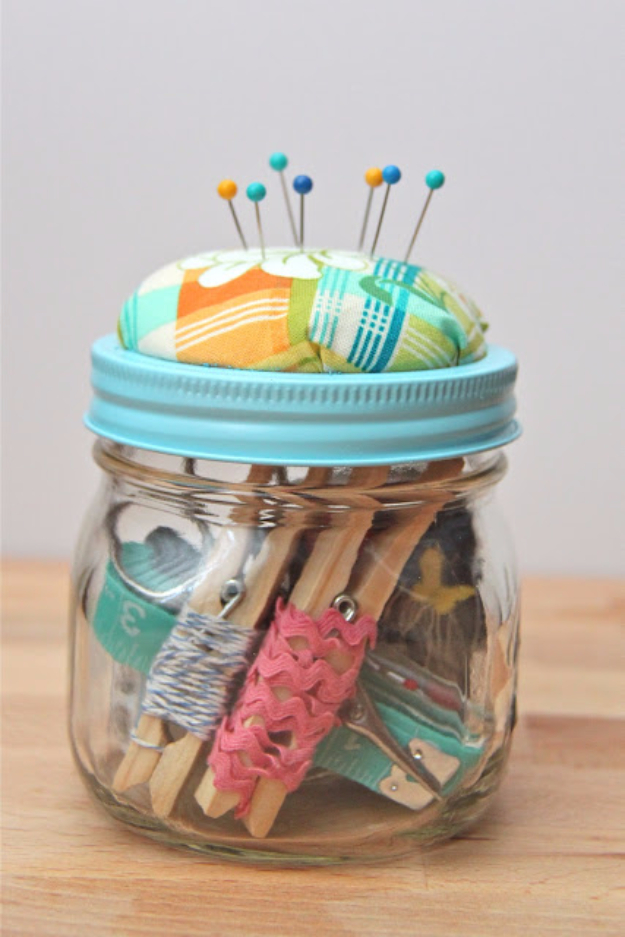 Cheap Christmas Gifts in Mason Jars - DIY Beginner Sewing Kit Mason Jar Gift - Gifts for People Who Sew - Dollar Store Crafts that Make Great DIY Christmas Presents for Friends and Family - Gifts for Her, Him, Mom and Dad - Gifts in A Jar #diygifts #christmas