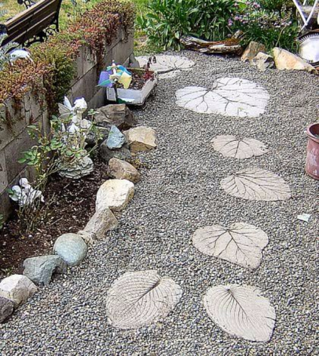 DIY Landscaping Hacks - DIY Garden Stepping Stones - Easy Ways to Make Your Yard and Home Look Awesome in Fall, Winter, Spring and Fall. Backyard Projects for Beginning Gardeners and Lawns - Tutorials and Step by Step Instructions