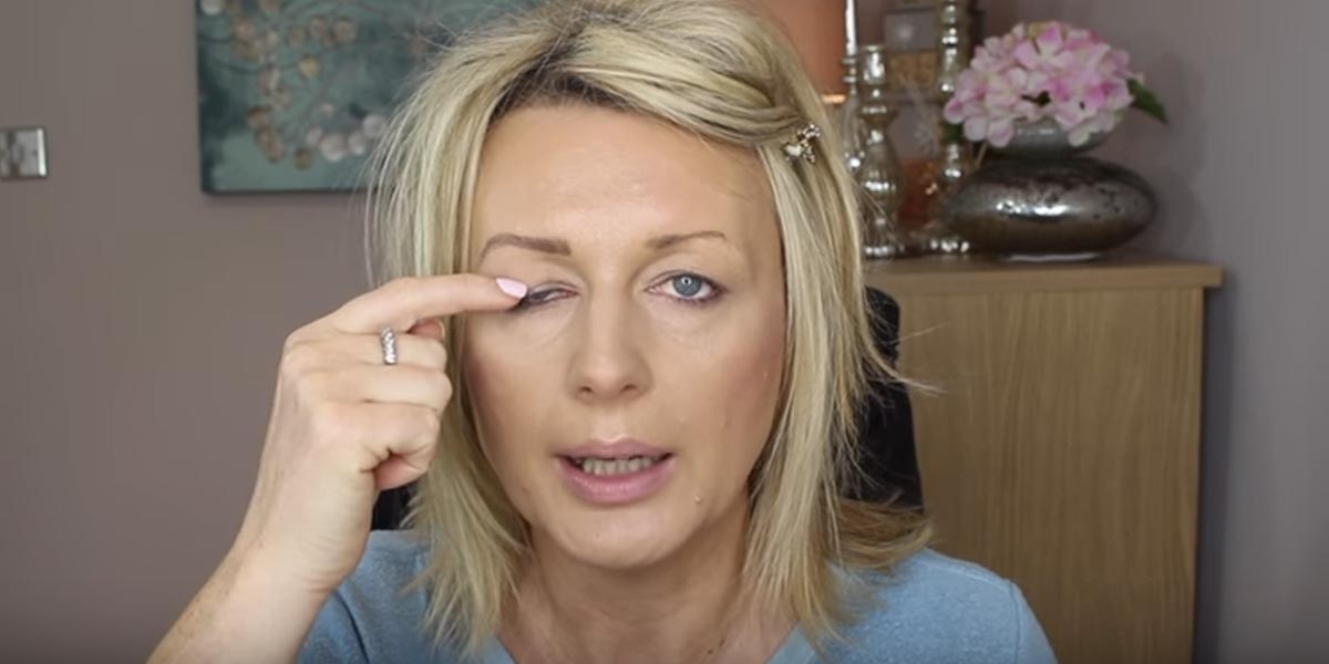 Watch This Brilliant Technique She Uses To Disguise Her
