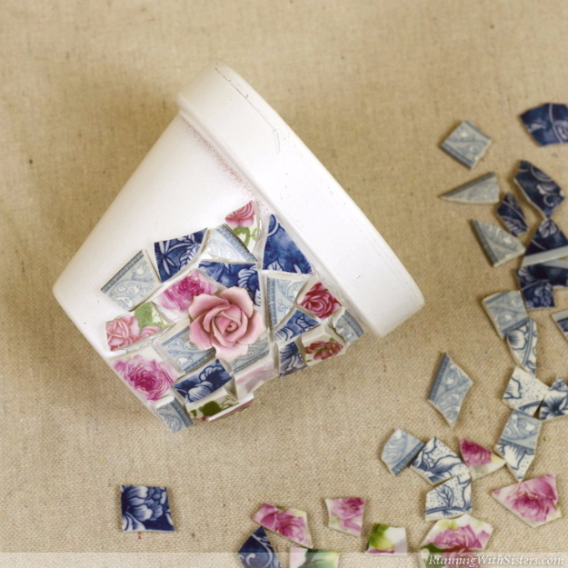 DIY Projects Made With Broken Tile - Mosaic With Broken China - Best Creative Crafts, Easy DYI Projects You Can Make With Tiles - Mosaic Patterns and Crafty DIY Home Decor Ideas That Make Awesome DIY Gifts and Christmas Presents for Friends and Family