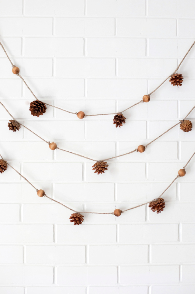 DIY Thanksgiving Decor Ideas - Pine Cone Garland - Fall Projects and Crafts for Thanksgiving Dinner Centerpieces, Vases, Arrangements With Leaves and Pumpkins - Easy and Cheap Crafts to Make for Home Decor #diy