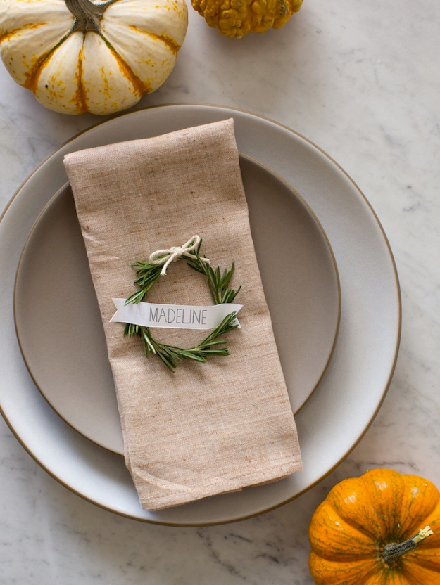 Best Thanksgiving Centerpieces and Table Decor - Rosemary Wreath Place Cards - Creative Crafts for Your Thanksgiving Dinner Table. Mason Jars, Flowers, Leaves, Candles, Pumpkin Ideas #thanksgiving #diy