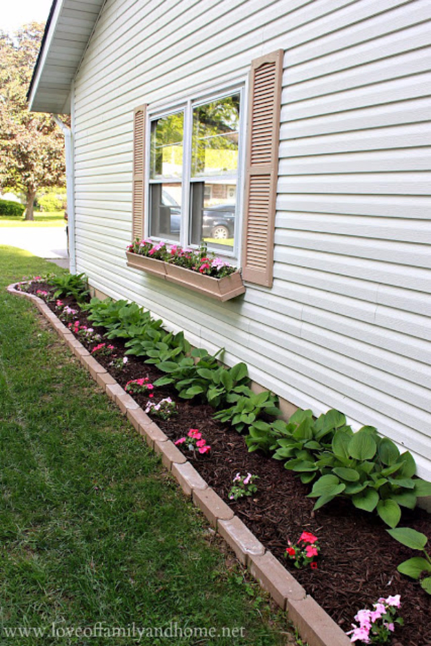 DIY Landscaping Hacks - Sideyard Flower Bed - Easy Ways to Make Your Yard and Home Look Awesome in Fall, Winter, Spring and Fall. Backyard Projects for Beginning Gardeners and Lawns - Tutorials and Step by Step Instructions
