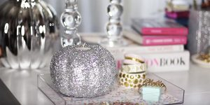 She Makes A Stunning Glittery Pumpkin Candle Holder For A Glam Holiday Season…