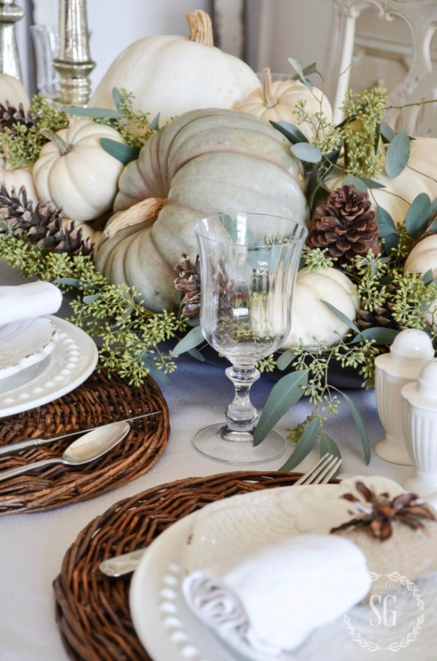 Best Thanksgiving Centerpieces and Table Decor - Soft And Natural Thanksgiving Tablescape - Creative Crafts for Your Thanksgiving Dinner Table. Mason Jars, Flowers, Leaves, Candles, Pumpkin Ideas #thanksgiving #diy