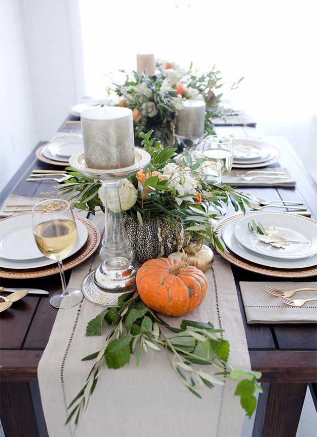 Best Thanksgiving Centerpieces and Table Decor - Stunning Thanksgiving Centerpiece - Creative Crafts for Your Thanksgiving Dinner Table. Mason Jars, Flowers, Leaves, Candles, Pumpkin Ideas #thanksgiving #diy