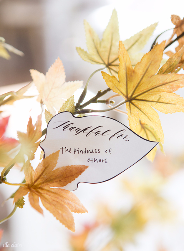 DIY Thanksgiving Decor Ideas - Thankful Tree Leaves - Fall Projects and Crafts for Thanksgiving Dinner Centerpieces, Vases, Arrangements With Leaves and Pumpkins - Easy and Cheap Crafts to Make for Home Decor  #diy