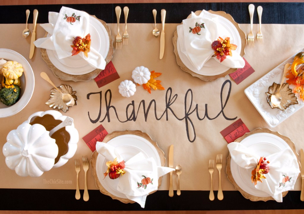 Best Thanksgiving Centerpieces and Table Decor - Thanksgiving Table Runner - Creative Crafts for Your Thanksgiving Dinner Table. Mason Jars, Flowers, Leaves, Candles, Pumpkin Ideas #thanksgiving #diy
