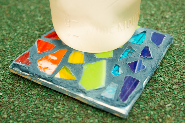DIY Projects Made With Broken Tile - Tile Mosaic Coaster - Best Creative Crafts, Easy DYI Projects You Can Make With Tiles - Mosaic Patterns and Crafty DIY Home Decor Ideas That Make Awesome DIY Gifts and Christmas Presents for Friends and Family