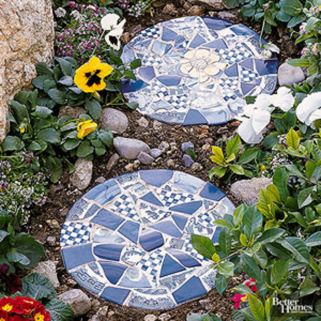 DIY Projects Made With Broken Tile - Tile Dropped Stepping Stones - Best Creative Crafts, Easy DYI Projects You Can Make With Tiles - Mosaic Patterns and Crafty DIY Home Decor Ideas That Make Awesome DIY Gifts and Christmas Presents for Friends and Family