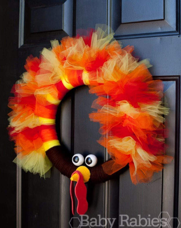 DIY Thanksgiving Decor Ideas - Turkey Tulle Wreath Tutorial - Fall Projects and Crafts for Thanksgiving Dinner Centerpieces, Vases, Arrangements With Leaves and Pumpkins - Easy and Cheap Crafts to Make for Home Decor #diy