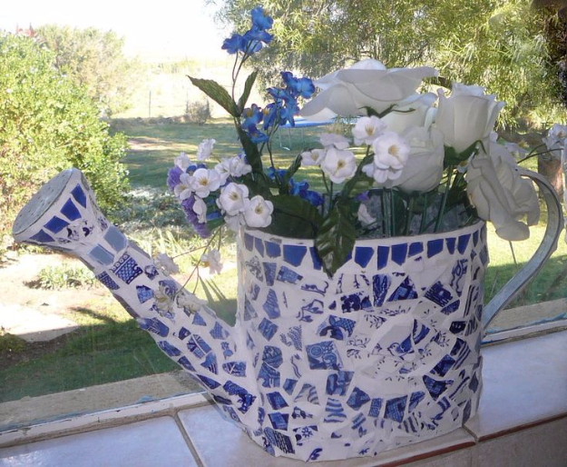 DIY Projects Made With Broken Tile - Watering Can - Best Creative Crafts, Easy DYI Projects You Can Make With Tiles - Mosaic Patterns and Crafty DIY Home Decor Ideas That Make Awesome DIY Gifts and Christmas Presents for Friends and Family