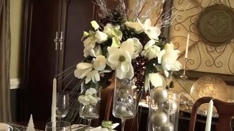 She Makes A Stunning Holiday Centerpiece And She Bought The Supplies At The Dollar Store!   DIY Joy Projects and Crafts Ideas
