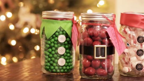 She Makes The Most Adorable Christmas Candy Mason Jars