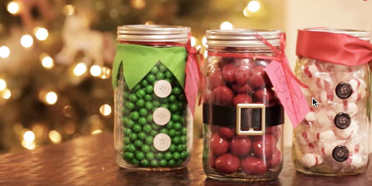 she makes the most adorable christmas candy mason jars. Black Bedroom Furniture Sets. Home Design Ideas