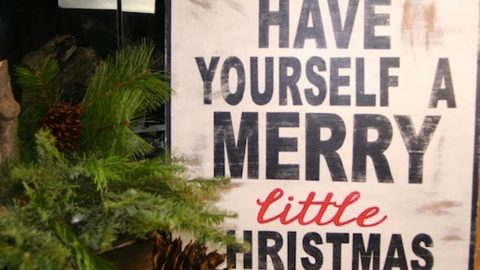 Watch How She Makes This Awesome Rustic Christmas Sign Full Of Charm! | DIY Joy Projects and Crafts Ideas