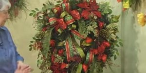 Watch How She Makes This Amazing Christmas Wreath (Stunning!)