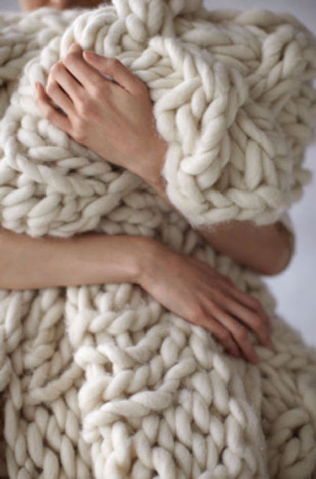 DIY Blankets and Throws - Chunky Knit Blanket - How To Make Easy Home Decor and Warm Covers for Women, Kids, Teens and Adults - Fleece, Knit, No Sew and Easy Projects to Make for Bed and Sofa - Creative Blanket Sewing Projects and Crafts http://diyjoy.com/diy-blankets-throws