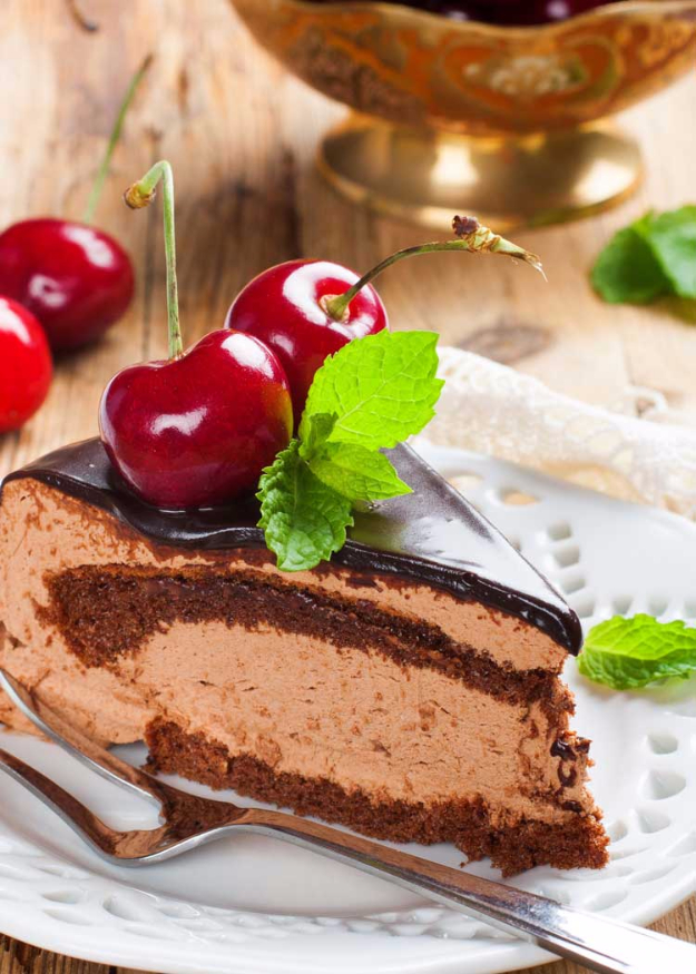 Best Copycat Recipes From Top Restaurants - Copycat Longhorn Steakhouse Chocolate Mousse Cake Recipe - Awesome Recipe Knockoffs and Recipe Ideas from Chipotle Restaurant, Starbucks, Olive Garden, Cinabbon, Cracker Barrel, Taco Bell, Cheesecake Factory, KFC, Mc Donalds, Red Lobster, Panda Express #recipes #copycat #dinnerideas