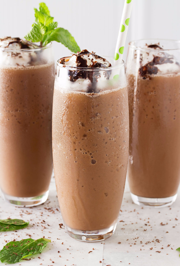 Best Copycat Recipes From Top Restaurants - Copycat Mocha Frappe - Awesome Recipe Knockoffs and Recipe Ideas from Chipotle Restaurant, Starbucks, Olive Garden, Cinabbon, Cracker Barrel, Taco Bell, Cheesecake Factory, KFC, Mc Donalds, Red Lobster, Panda Express #recipes #copycat #dinnerideas