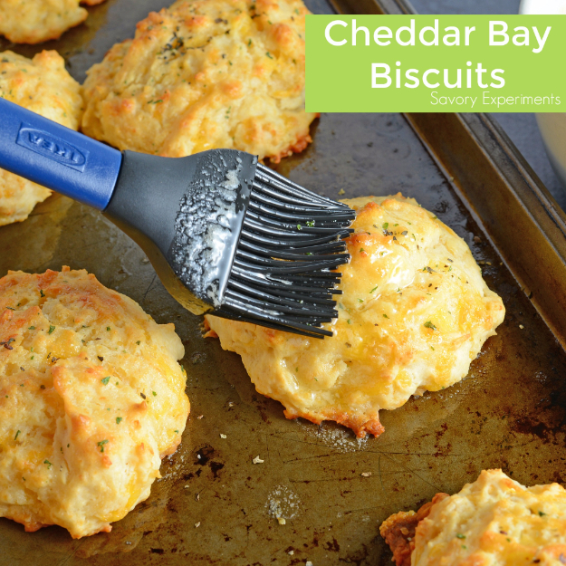 Best Copycat Recipes From Top Restaurants - Copycat Red Lobster Cheddar Bay Biscuits - Awesome Recipe Knockoffs and Recipe Ideas from Chipotle Restaurant, Starbucks, Olive Garden, Cinabbon, Cracker Barrel, Taco Bell, Cheesecake Factory, KFC, Mc Donalds, Red Lobster, Panda Express #recipes #copycat #dinnerideas
