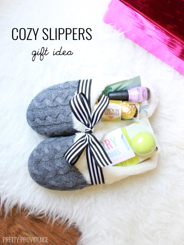 DIY Housewarming Gifts - Cozy Slippers Gift- Best Do It Yourself Gift Ideas for Friends With A New House, Home or Apartment - Creative, Cheap and Quick Crafts and DIY Ideas for Housewarming Presents - Mason Jar Gifts, Baskets, Gifts for Women and Men #diygifts #housewarming #diyideas #cheapgifts