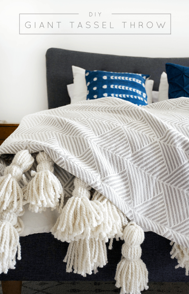 DIY Blankets and Throws - DIY Giant Tassel Throw Blanket - How To Make Easy Home Decor and Warm Covers for Women, Kids, Teens and Adults - Fleece, Knit, No Sew and Easy Projects to Make for Bed and Sofa