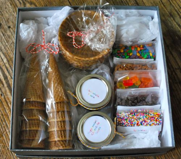 DIY Housewarming Gifts - DIY Ice Cream Sundae Kit- Best Do It Yourself Gift Ideas for Friends With A New House, Home or Apartment - Creative, Cheap and Quick Crafts and DIY Ideas for Housewarming Presents - Mason Jar Gifts, Baskets, Gifts for Women and Men #diygifts #housewarming #diyideas #cheapgifts