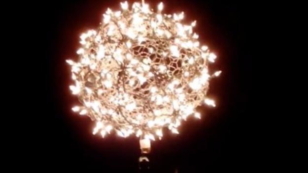 Cool Ways To Use Christmas Lights - DIY Light Ball - Best Easy DIY Ideas for String Lights for Room Decoration, Home Decor and Creative DIY Bedroom Lighting #diy #christmas #homedecor