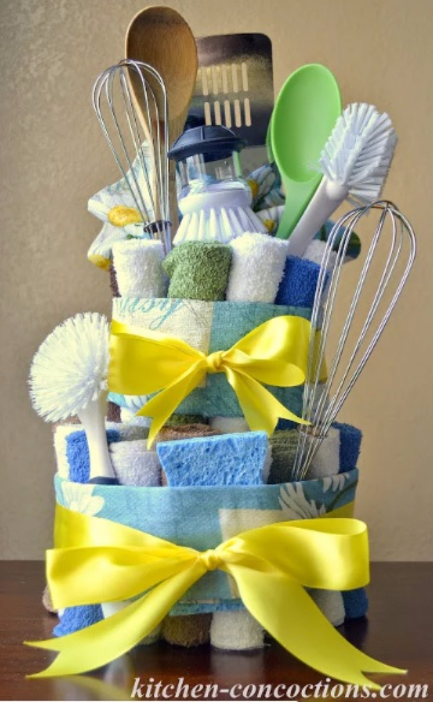 DIY Housewarming Gifts - Dish Towel Cake - Best Do It Yourself Gift Ideas for Friends With A New House, Home or Apartment - Creative, Cheap and Quick Crafts and DIY Ideas for Housewarming Presents - Mason Jar Gifts, Baskets, Gifts for Women and Men #diygifts #housewarming #diyideas #cheapgifts