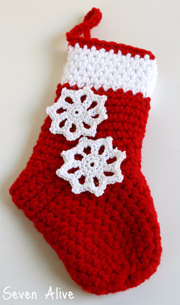 Best DIY Snowflake Decorations, Ornaments and Crafts - Easy Crochet Snowflake - Paper Crafts with Snowflakes, Pipe Cleaner Projects, Mason Jars and Dollar Store Ideas - Easy DIY Ideas to Decorate for Winter#winter #crafts #diy
