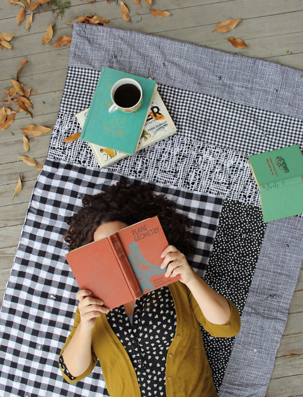 DIY Blankets and Throws - Easy Patchwork Quilt DIY - How To Make Easy Home Decor and Warm Covers for Women, Kids, Teens and Adults - Fleece, Knit, No Sew and Easy Projects to Make for Bed and Sofa