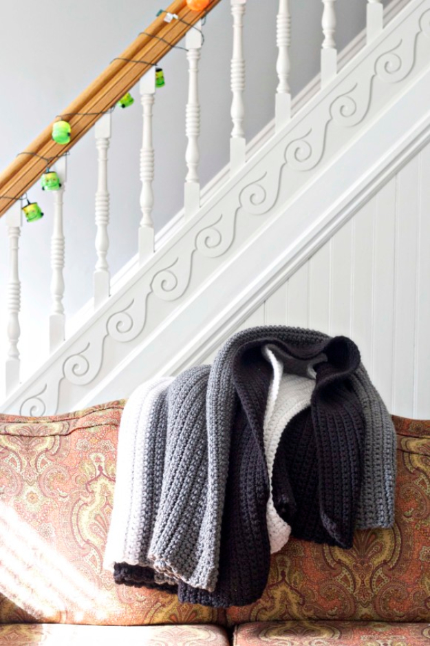 DIY Blankets and Throws - Extra Large Chunky Crochet Blanket - How To Make Easy Home Decor and Warm Covers for Women, Kids, Teens and Adults - Fleece, Knit, No Sew and Easy Projects to Make for Bed and Sofa