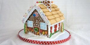 She Shows Us How To Make The Most Awesome Gingerbread House (Watch!)