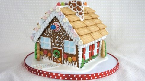 She Shows Us How To Make The Most Awesome Gingerbread House (Watch!) | DIY Joy Projects and Crafts Ideas